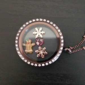 Brandnew Holiday Origami Owl Locket Necklace